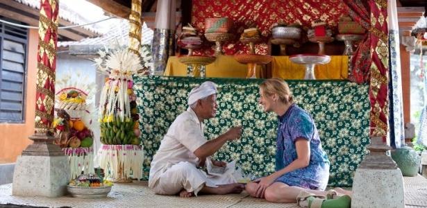 parte-da-viagem-de-liz-retratada-no-filme-e-no-livro-comer-rezar-amar-e-espiritual-e-ela-encontra-gurus-em-bali-indonesia-e-na-india-1286581249873_615x300